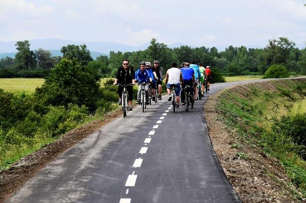 7338d30e0 Vážska cyklotrasa: Verejnosti začal slúžiť prvý 14-kilometrový úsek