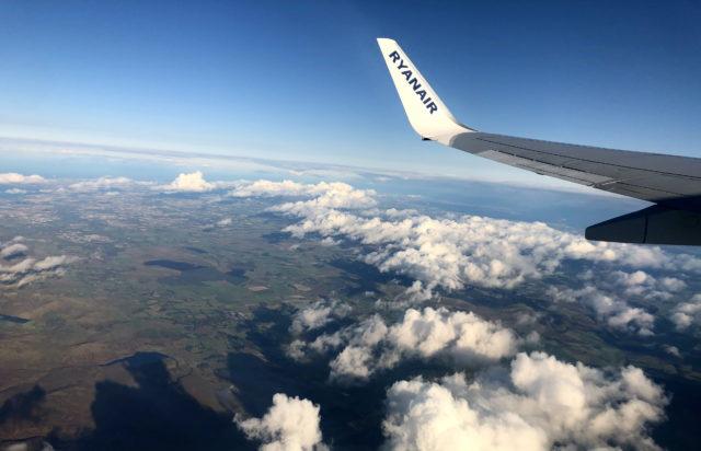 Вероятность заражения коронавирусом в самолете ниже, чем удар молнии